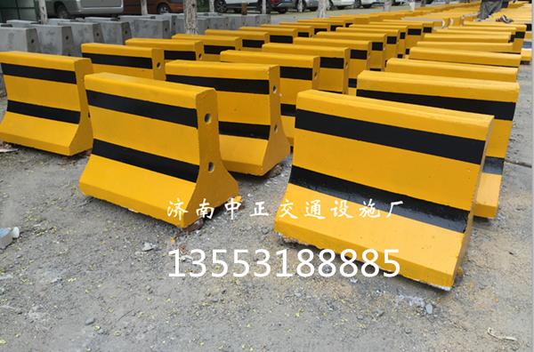 安庆隔离墩多少钱-隔离墩价格-水泥墩防撞墩