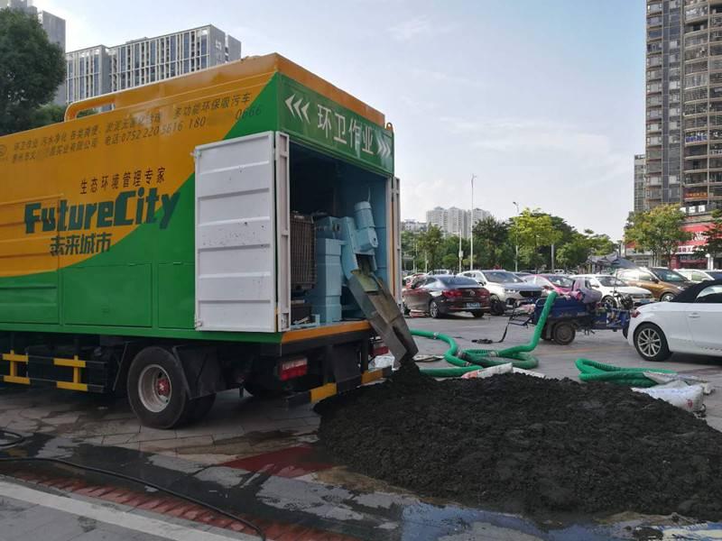 新型环保吸污净化车
