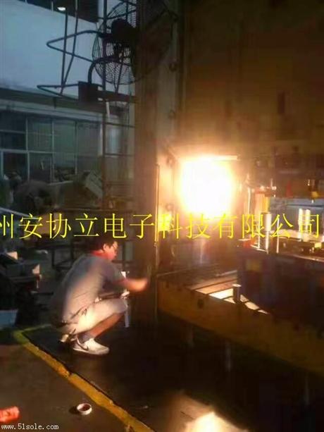 安全光栅用于液压冲床 案例图片