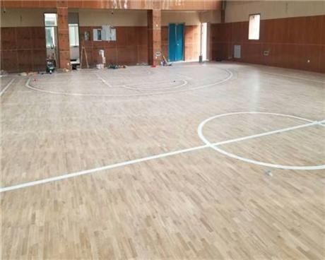 简易办法挑选运动木地板规格精度