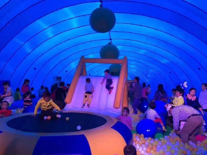 蓝色鲸鱼气模乐园鲸鱼岛游乐设施