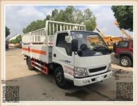 小型江铃4.2米气瓶运输车,福泉市低成本栏板气瓶车