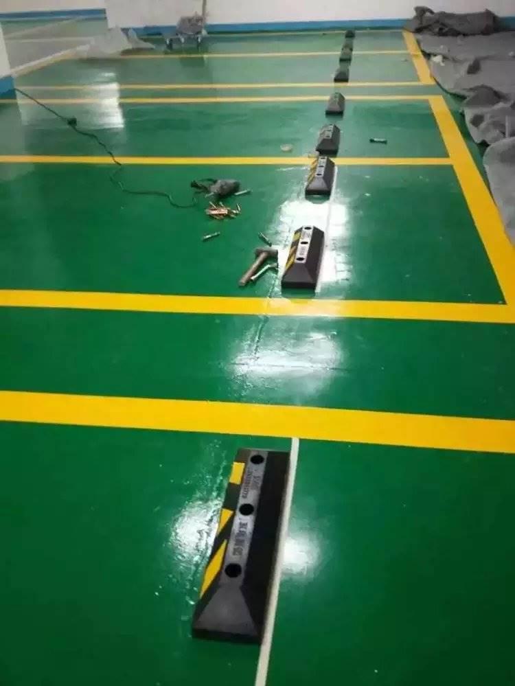 道路标志线安全标识停车场划线