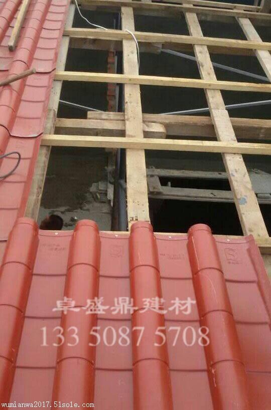 1,钢结构屋顶:    安装仿古瓦时按下图施工,从右到左,至下而上装
