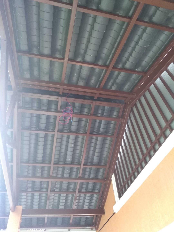 做屋顶结构之前,根据所购仿古琉璃瓦的尺寸和安装孔们,来设计屋顶的