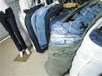 广州服装库存尾货回收电话,长期大量回收库存服装