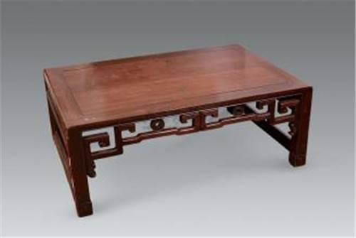 也象征着圆满祥和团结,而方形的餐桌较量方正平稳,古代就有四方桌