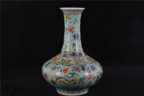 民国花卉纹长颈瓶一般拍卖 是多少钱