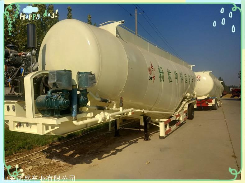 粉煤灰罐车是针对大批量粉尘物料(散装水泥)运输的专用车辆,一般适用于严格按照国家规定执行计重收费的区域,容积一般在35-45方之间。适用于粉煤灰、水泥、石灰粉、矿石粉等颗粒直径不大于0.1mm粉粒干燥物料的运输和气压卸料,卸料垂直高度达到15m时,水平还可输送距离达5m。半挂粉粒物料运输车是利用自备发动机动力通过取力器驱动车载空压机,将压缩空气通过管道送入密封罐体下部的气室,使流化床上的水泥悬浮成流态状,当罐内压力达到额定值时,打开卸料蝶阀,流态化水泥通过管道流动而进行输送。采用国内先进工艺制作,设