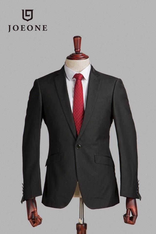 劲霸男装全国大型国内一二线运动品牌,库存服装尾货批发市场