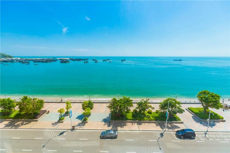 位于青澳湾碧,南澳岛海景酒店,海蓝天小区,小区就紧挨着青澳湾