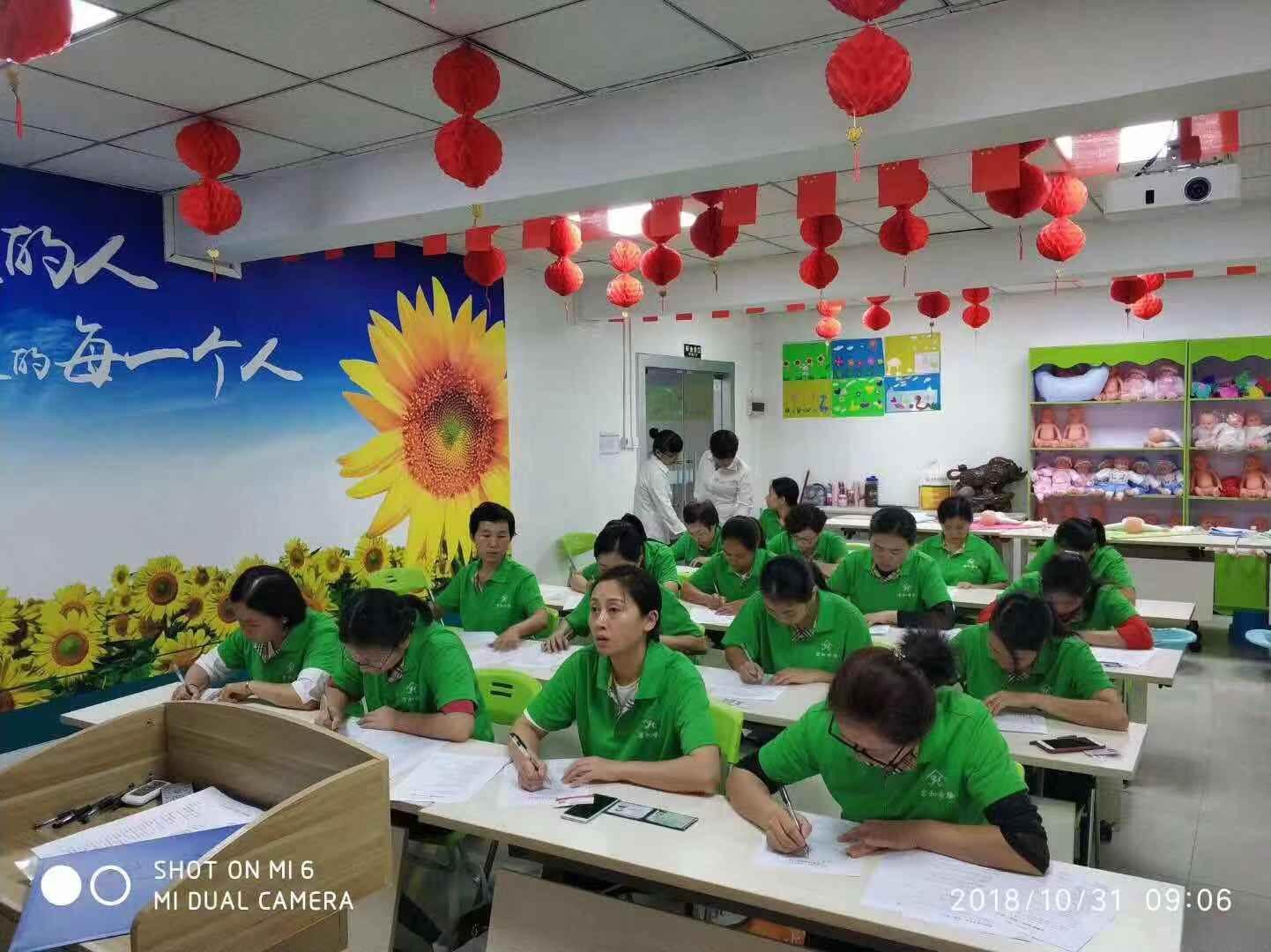 深圳龙岗家政流程按规范签订合同 君和家政体验最规范合作