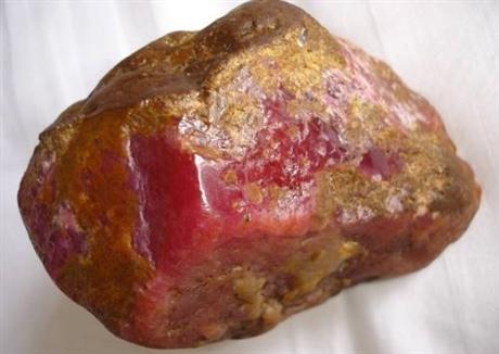 国内的红宝石原石拍卖交易会