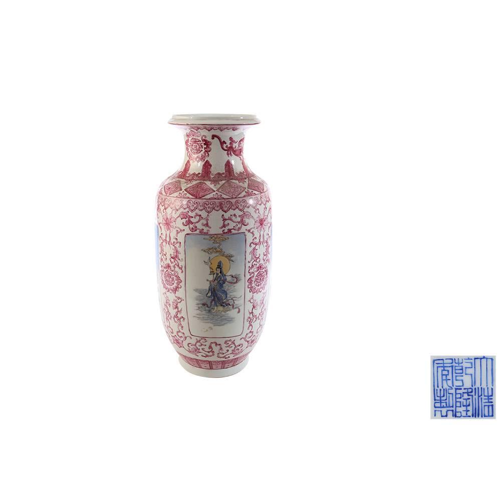 粉彩开光观音图灯笼瓶说藏与价值