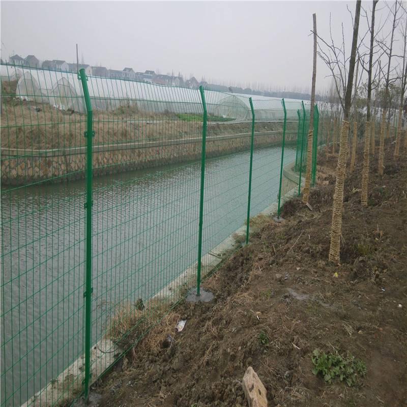 圈地护栏网、重庆渝中区圈地护栏网厂家、圈地护栏网生产厂家