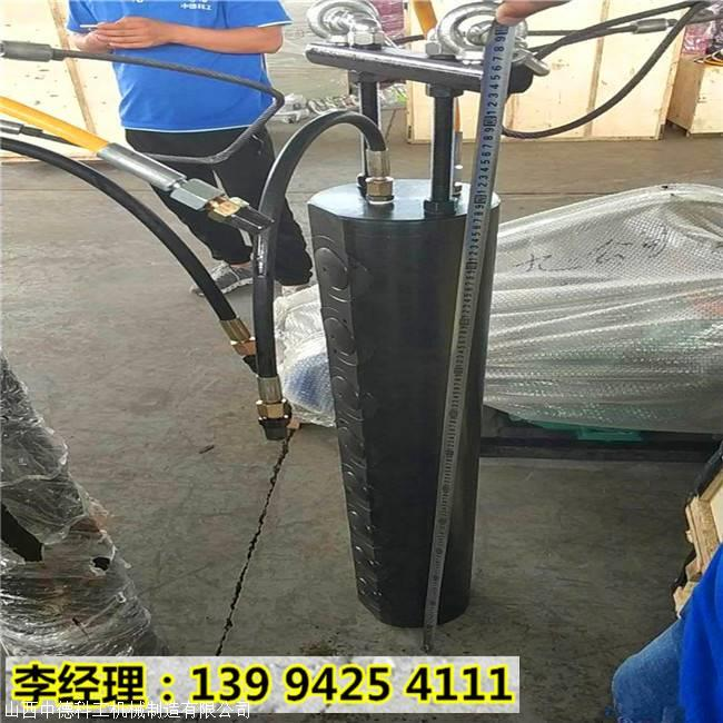 山东滨州坚硬岩石钩机打不动用液压劈石机分裂现场