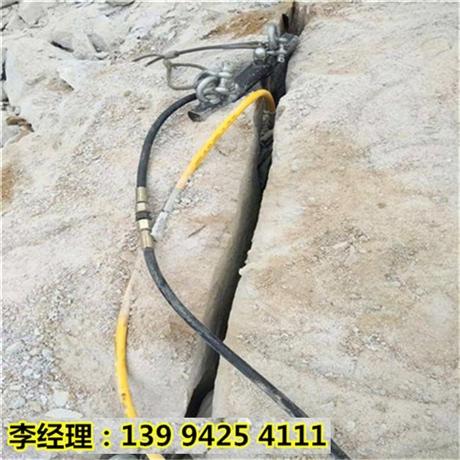 新疆克拉玛依石灰石开采太硬不能放炮液压破石机效果视频