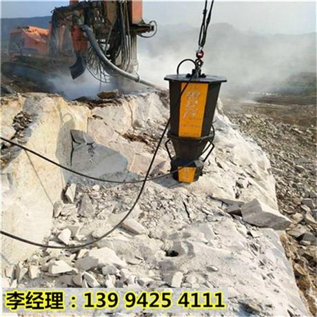 新疆塔城道路修建开挖岩石劈裂机效果视频