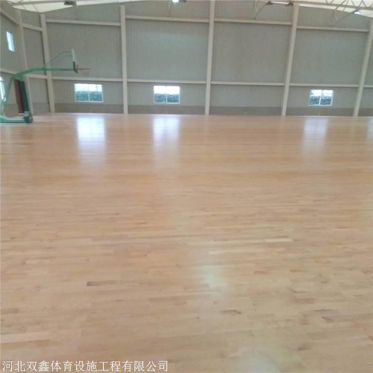 为什么学校风雨操场 都铺装运动木地板