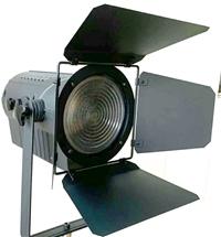 正欣康100W200W300WLED演播室聚光燈使用安裝說明