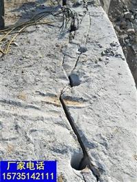 巖石分裂機打弄石頭