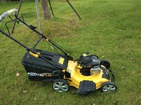 新型草坪修剪机快速修剪草坪机械
