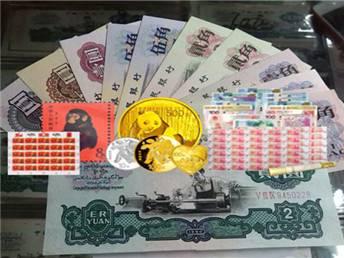 2004年熊貓金幣5枚套裝2004年金套貓價格