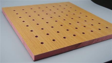 厂家批发 会议室报告厅孔木吸音板 保定环保阻燃孔木吸音板