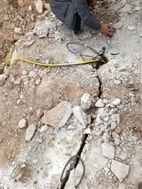 山上破碎石頭機器