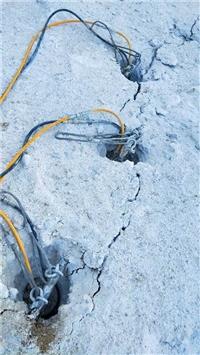 修路石頭開不動就用撐石機