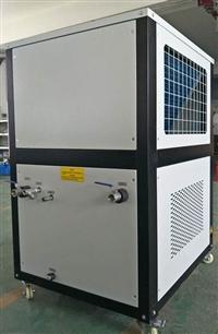 风冷螺杆式冷水机系统冷热源