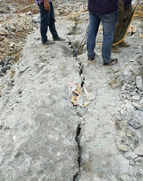 湖南湘乡工地施工开挖地基石头破碎设备 岩石杏耀登陆下载机