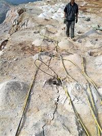 云南个旧花岗岩矿山开挖岩石裂石器