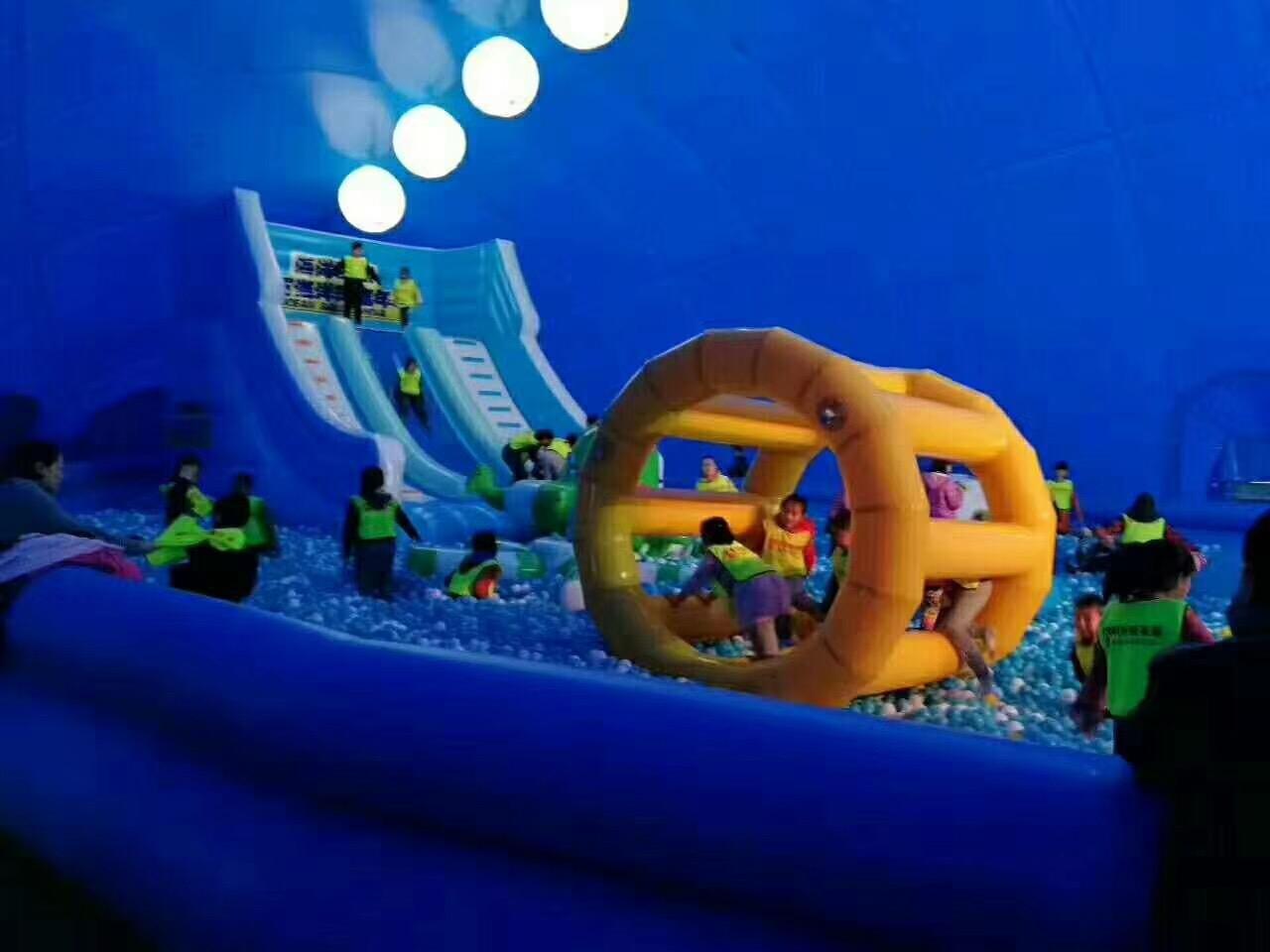 而近来适宜室外玩耍的百万海洋球新品――蓝色大鲸鱼.能亮瞎你双眼!图片
